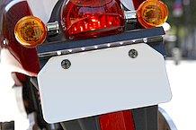 ナンバー灯はLED照明で独特な雰囲気。テールランプやウインカーも丸くてキュートなデザインです。