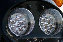 ヘッドランプは高輝度のLED。灯火類にすべてLEDを採用するのは、電力消費を抑え、電力をなるべく駆動に使うためです。