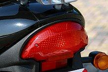 スポーツバイクについていそうなデザインのテールランプもLEDでウインカーと共に視認性は良好です。ここだけ見ると原付に見えないかも?