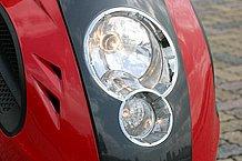 ヘッドランプはマルチリフレクタータイプで見た目にも新しい感じ。ヘッドライトリングまでメッキしてあるので高級感もあります。