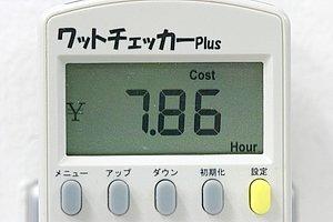充電中の1時間当たりの電気代は約7.9円との結果でした。単価としては高い数値ですが、4時間で充電が完了するので、一回あたりの充電代は約31円と、これまでの電動バイクと比較しても平均的な数値と言えます。ちなみにイーレッツWではバッテリーを2個搭載していますので、バッテリーを2個とも充電するには、トータルで約62円かかるという計算になります。(東京電力エリアにて日中計測の数値)