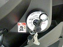 イグニッションスイッチは、シャッターキーシステムを採用し、セキュリティも万全。もちろんシートの開閉、ハンドルロックもここで操作できちゃいますよ。