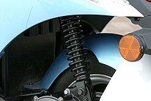 リアサスペンションは調整機構を持たないシンプルなもので、左側にのみ装着されるシングルショック。が、その割に乗り心地は悪くありません。