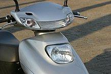 フロントカウルやハンドルカウル部分に多用される各種樹脂パーツの成型も精度が上がった印象で、高級車の雰囲気です。