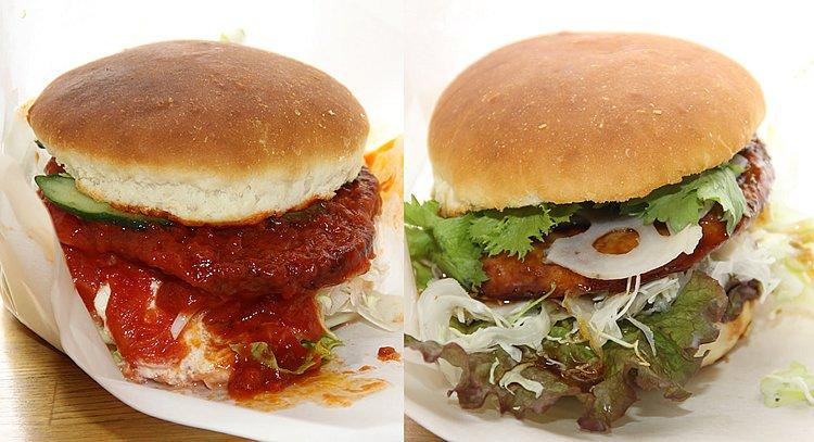 """ソースがドバドバですが左がナマズの""""なめパックン""""、右が""""かもパックン""""。特産のわさび菜やレンコンも入って美味ですよ"""