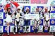 NSF100クラスの最多周回数賞(優勝)は3チーム。1チーム目は、44番/コバーンと愉快な仲間達aZのみなさん。「燃費の計算が狂って、ちょっと焦りました」このチームには、全日本J-GP3クラスに参戦している谷川壮洋選手、岡部圭佑選手がいました。