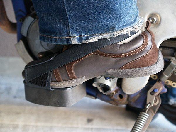ライダー共通の悩みともいえるチェンジペダルによる靴の傷み。ウルトラソールには、カバーがついておりそのダメージが抑えられるようになっている。