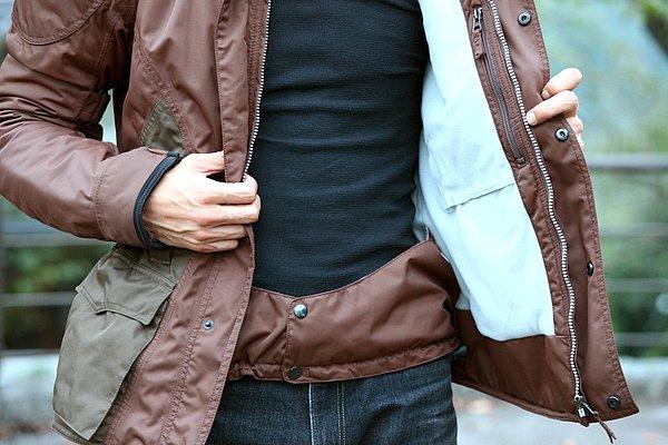 寒さが厳しい季節にウエストゲートは実に有効な装備だ。胸部にはオプションの保護パッドを入れるためのポケットがある。