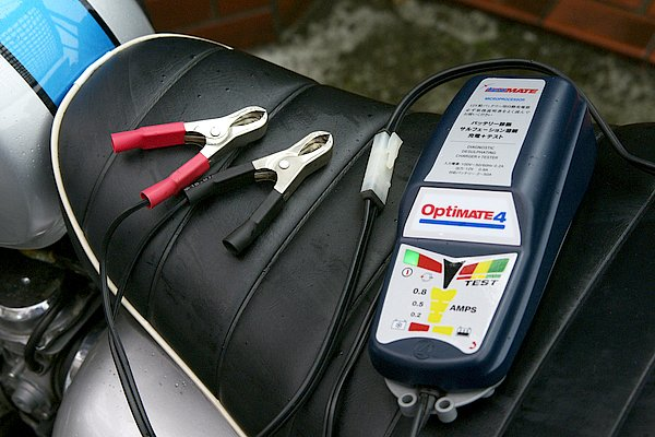 一般的なワニ口クリップ式の端子も付属するので、さまざまな車両に対応。1台もっておけばほぼ全ての車両で使うことができるだろう。
