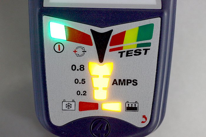 こちらは通常充電の場合の表示。フロート充電機能を持っているので、過充電になることがないため、オプティメートをつなげっぱなしにしていればバッテリーは常に満充電状態だ。