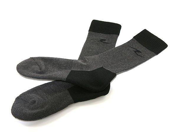 靴の中の蒸れや湿気を吸って発熱する素材を使用しており、部位によって厚みが違うのも暖かさに差がつくポイント。