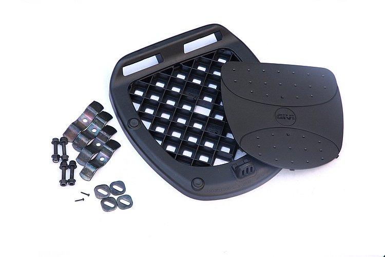 汎用ベースが付属するから、キャリアやグラブバーを装備するバイクならほぼすべてに取付可能だ(オプションで車種専用フィッティングもある)。ケース台座部はゴムで衝撃を吸収。