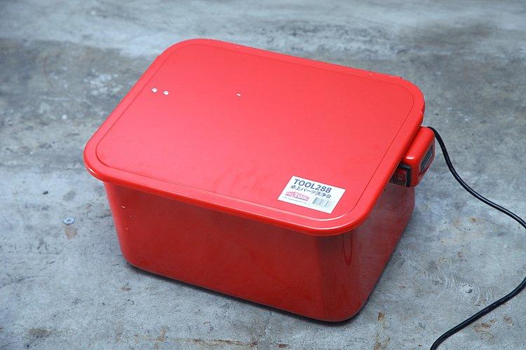 本体はW435×D340×H215(mm)の大きさ。重量は7.5kgと持ち運びが苦にならない。青空メンテにも向いてるし、収納の際にも邪魔にならない。ガレージでの利用にも便利だ。