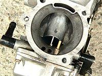 フューエルライン全体の汚れを除去してくれるため、キャブレターやインジェクター内部もクリーンに保つことができる。