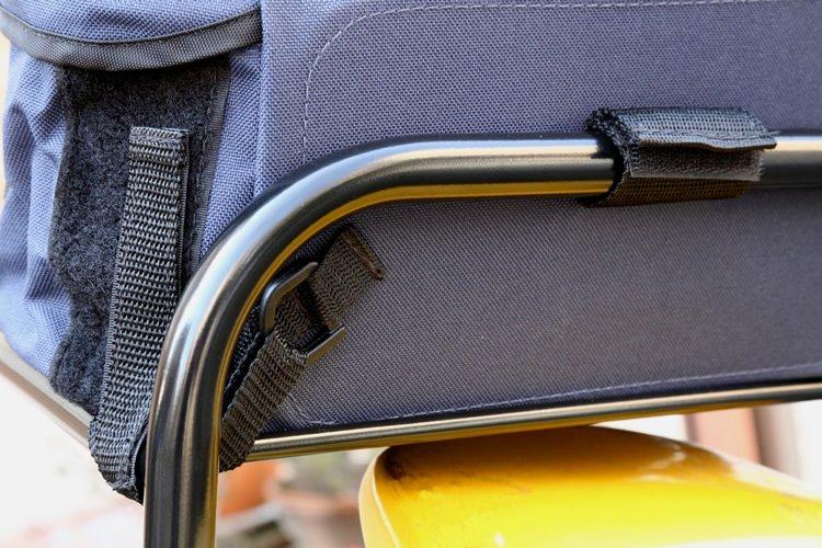 フレームとの装着方法はパックによってさまざまだが、どれもバックル付きベルトやマジックテープなどで複数個所を固定。ワンタッチで着脱できるが確実に固定されるので安心だ。