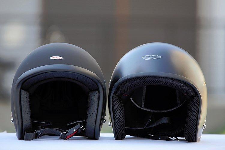 左側が従来モデルのスモールジェット(フリーサイズ)で、右側がXX-606。XXLというビッグサイズを実現しながら、帽体のシルエットはスッキリまとまっているのがわかる。