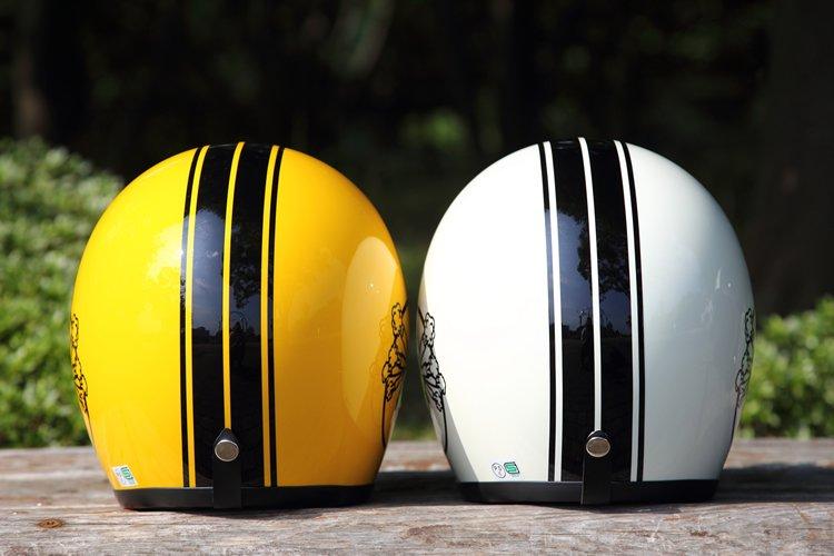 スリムでスタイリッシュなシルエットを持つ帽体は、立花ヘルメットのSHMを採用。もともと縦長なデザインなのに加え、縦ストライプがさらにスリムなイメージを際立たせている。