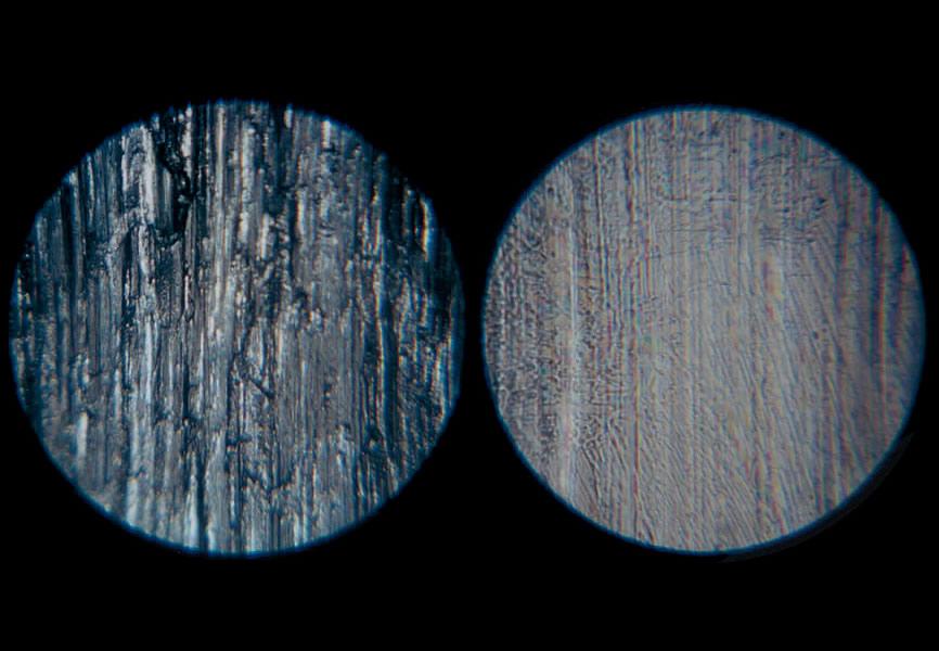 一見ツルツルに見えるエンジン内部の金属表面は、摩耗や傷、汚れが発生している(左)。スーパーゾイルの成分は摩擦熱で反応し、エンジンの金属表面を改質し、滑らかに再生してくれるのだ。