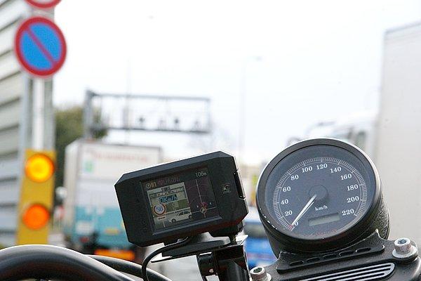 全50種類の取締り機器に対応。写真ではループコイル式オービスを警告している。バイクにはあまり縁がないが、取締り状況を判断する材料にはなる。