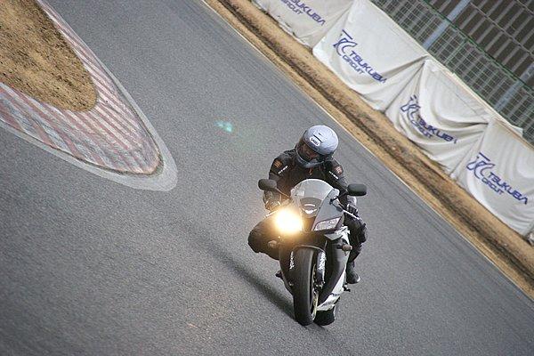 キャンバースラスト・チューニング・テクノロジーにより、コーナーリング初期の一次旋回ではフロントの旋回力が高い。