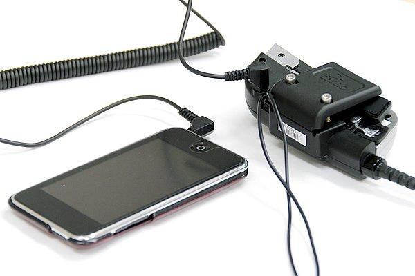 Bluetoothのチャンネルが足りない、愛用のオーディオプレーヤーにワイヤレス機能が無いといった場合でもミニピンジャックで接続可能。