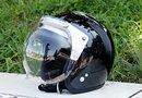 ラメが入ったヘルメットは日に当たるとキラキラしてかわいいです。TACHIBANA「SHMBOY FLAKE」も美しい色で人気があります。