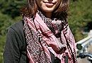 ファッションのアクセントとなっているスカーフはもちろんパキスタン製! オリエンタルな雰囲気がありますね。