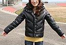 """「防寒性は必須だけど、あまり""""バイクバイク""""したくなかったので」と、ある程度寒さをガマンしながら普段着を着ている。エライ!"""