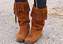 そしてウエスタン風スウェードのブーツで足元を引き締めます。ハーレー乗りらしいファッション、皆さんも要チェックの方向で!