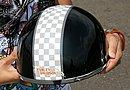レーシーなチェッカー柄が入ったハーフヘルメットに、Harley-Davidsonのステッカーを貼ってアクセントを入れています。LOVE HARLEY!