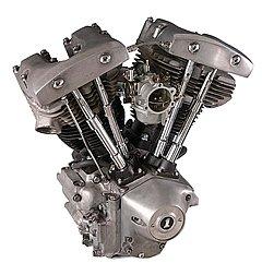 """ハーレーの中でも旧車としてカテゴライズされるショベルヘッドエンジン搭載のモデル。この車両が世に出た当時はハーレーが大手機械メーカーAWFに買収されており、""""ハーレーは壊れやすい""""というイメージを生んだ暗黒時代として振り返られることが多い。逆に""""だからこそ乗りたい""""というコアなファンに人気がある。"""