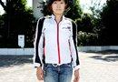 女性らしいラインのHYODのジャケットを着用。肩、肘、精髄にはライトプロテクターを装備。スポーツ走行に適したパターンを採用してます。