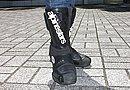 足元はアルパインスターのブーツでしっかりガード。ベンチレーションにもこだわった「S-MX R」は履き心地もよく、ツーリングに適しています。