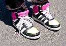 お父さんに買ってもらった靴も、男の子っぽくならないようにピンク色などを取り入れているそうです。レディス専用サイズのXPD「X-NET レディスシューズ」も履き心地はいいですよ。