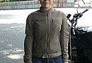 Rosso「ROJ-20 ロッソメッシュジャケット」を着用。これからの季節は「ROJ-914 ロッソN3Bシレーナイロンロングジャケット」もいいですね。