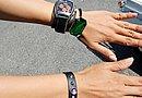 「レザー小物はバイク乗りっぽくて好きです」。レザーブレスレットや時計はバイクに乗るときにだけ身に着けるそうです。