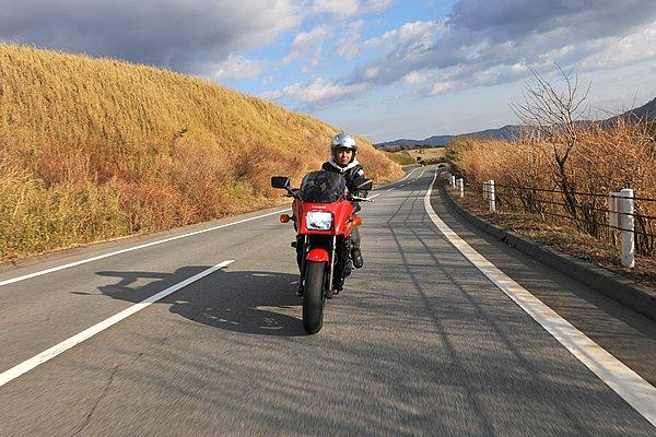 芦ノ湖スカイライン(250円)を抜け箱根スカイライン(250円)へ。雄大な富士山が現れる視界が開けた道なので、気負うことなく走りを楽しめます。