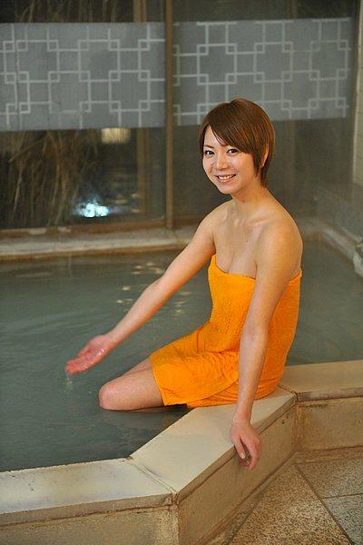 宿泊するなら温泉宿じゃないとね。「強羅温泉 宿坊 翠林荘」は白濁したにごり湯が楽しめます。宿泊料が安く、マスツーリングには最適な宿です。