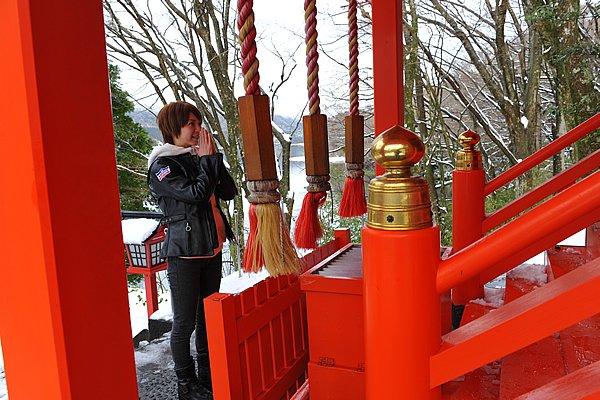 「縁結び」で有名な九頭龍神社なので、いつもよりも一生懸命お願いするのです。毎月13日の月次際には全国から良縁を望む多くの男女が訪れます。