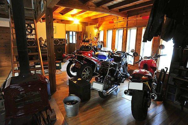旅の宿としてお世話になったのが「ワンゲルハウス」です。オーナーの笠原さんは多くのバイクを所有し、今でも奥さんと一緒に旅に出るそうです。素敵ですねぇ。