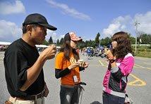 無料配布されていたコーヒーを飲みながら、DS11に乗る☆ちい☆さんとおしゃべり。彼女は40人ぐらいの「SRCJ(スターライダースクラブジャパン)」チームで参加していました。