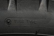 タイヤがチューブタイプかチューブレスタイプであるかは、サイドウォール部に記載されています。チューブレスのホイールにチューブを組み込んでチューブタイヤを使用することは出来ますが、その逆はできません。