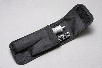 ドライバー本体とソケットホルダーに収まるをソケット、これらが一緒に入るバッグがセットになってお値段は2500円(税込)。機能を考えればなかなかお買い得といえるのではないでしょうか。ツーリングに出かける人なら車載工具としてもかなり魅力的です。