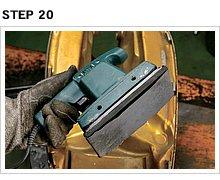 STEP19の作業によって炙って伸びた鉄板が急激に冷やされて縮み、鉄板がピンと張り平面を取り戻すのだ。その後に平面研磨のオビタルサンダーを用意。