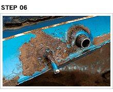 当初疑ったタンク下部の溶接部分は、サビは酷いものの穴は空いてないことが判明。ただし、左右下部をつなぐバランスチューブパイプの根元はかなり不安。