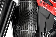 大型でスリムなラジエーターは見直され、2011年モデルに較べより頑丈で冷却効率の高いものに変更されている。