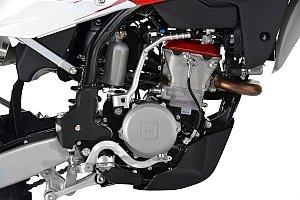 カム、バルブトレインのレイアウトをリニューアルした新型シリンダーヘッドを採用。さらにKEIHIN製フューエルインジェクションシステムも新採用。