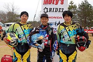大川選手が参戦するTeamJapanのメンバー。左から、大川 誠選手、内山 裕太郎選手、大川原 潤選手。