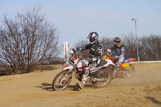モトクロスコースはトレールバイクで走れる?