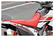 シートはSPIRALのステップシートタイプに、グリップ感に優れるというMotionのシートカバーを張っている。
